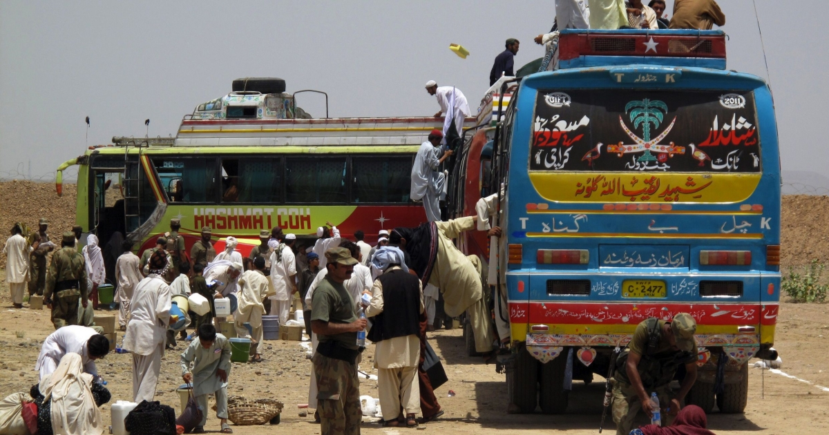 Pakistani tribal families board buses transporting them back to their homes in South Waziristan, at Kour Internally Displaced People (IDP) camp in Tank district on June 8, 2011. At least five hundred Pakistani families have returned to South Waziristan with UN and government help to rebuild their lives since major fighting broke out against the Taliban.</p>