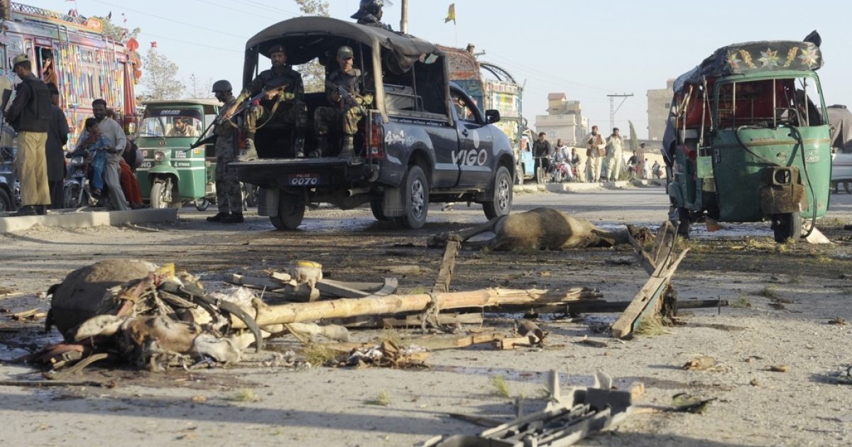 Pakistani security personnel stand near a bomb blast site in Quetta on May 27, 2012. A remote-controlled bomb targeting a police van killed three passers-by and wounded six other people in Pakistan's troubled southwest, police said.</p>