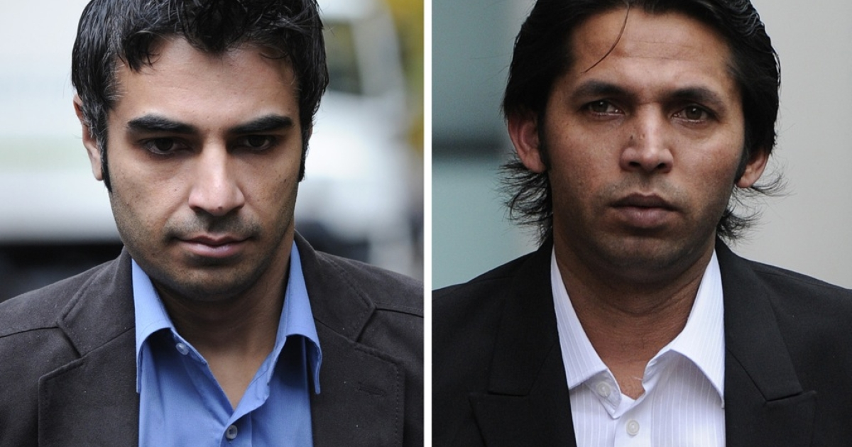 Former Pakistan international cricketers Salman Butt (L) and Mohammad Asif (R) arrive for their trial in London.</p>