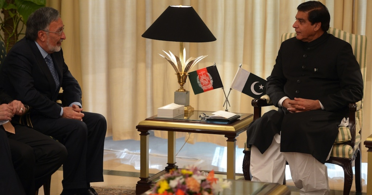 Pakistani Prime Minister Raja Pervez Ashraf (R) talks with Afghan Foreign Minister Zalmai Rassoul during a meeting in Islamabad on November 30, 2012. Afghanistan sent a second high-level delegation in weeks to Islamabad to press for the release of Taliban prisoners in a bid to kick start peace efforts, officials said.</p>