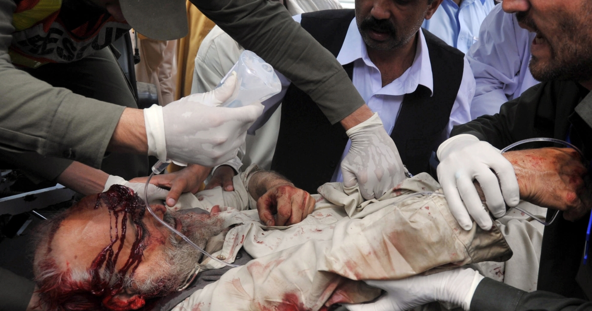Pakistani volunteers and local residents shift victim of a suicide attack targeting an Islamic party chief,  Fazal Ur Rehman, to a hospital in Peshawar on March 31, 2011.</p>