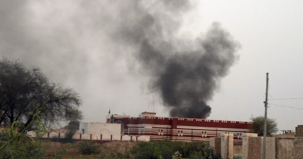 Smoke rises from the siege of a Pakistani police station during an attack by Taliban militants in Kolachi area near the border with South Waziristan tribal district on June 25, 2011. Twelve policemen were killed on June 25 when Taliban militants clad in burqas laid siege to a police station in northwest Pakistan, officials said.</p>