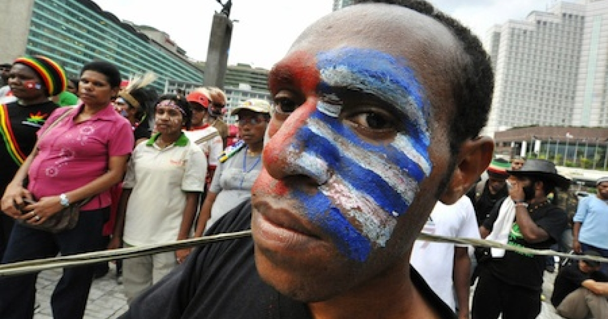 A Papuan man with his face painted with the 'free Papua' flag takes part in a protest in Jakarta on December 1, 2008. Thousands also protested amid tight security across Indonesia's vast Papua region to call for independence from Jakarta.</p>