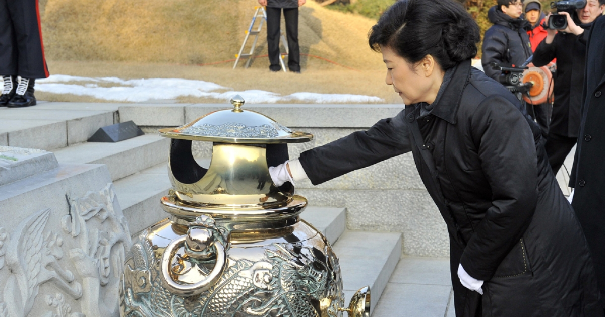South Korea's president-elect, Park Geun-Hye (R) of ruling New Frontier Party, burns incense as she visits the grave of her father Park Chung-Hee, the country's former dictator, at the National Cemetery in Seoul on December 20, 2012 the day after she won the country's presidential election. South Korea elected its first woman president on December 19, with voters handing the slim but historic victory to conservative candidate Park Geun-Hye, daughter of the country's former military ruler.</p>