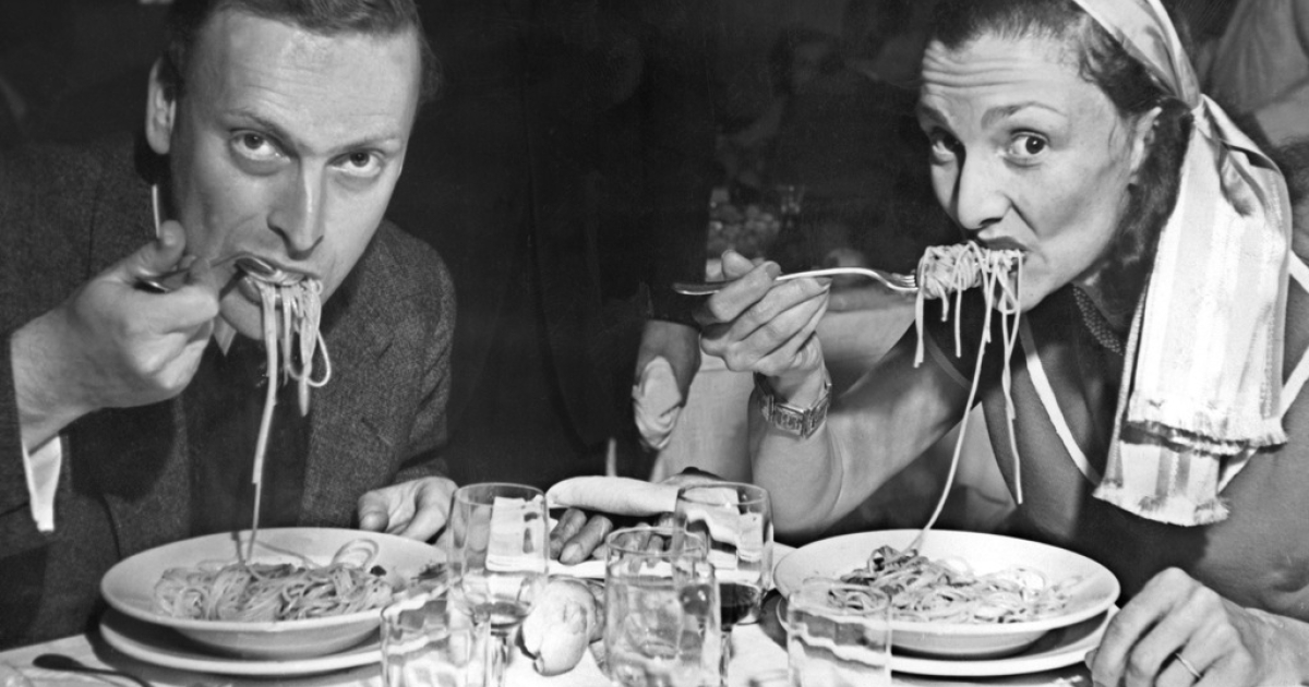 The late violinist Yehudi Menuhin eating pasta in an earlier age of austerity - just after the war in Venice.</p>