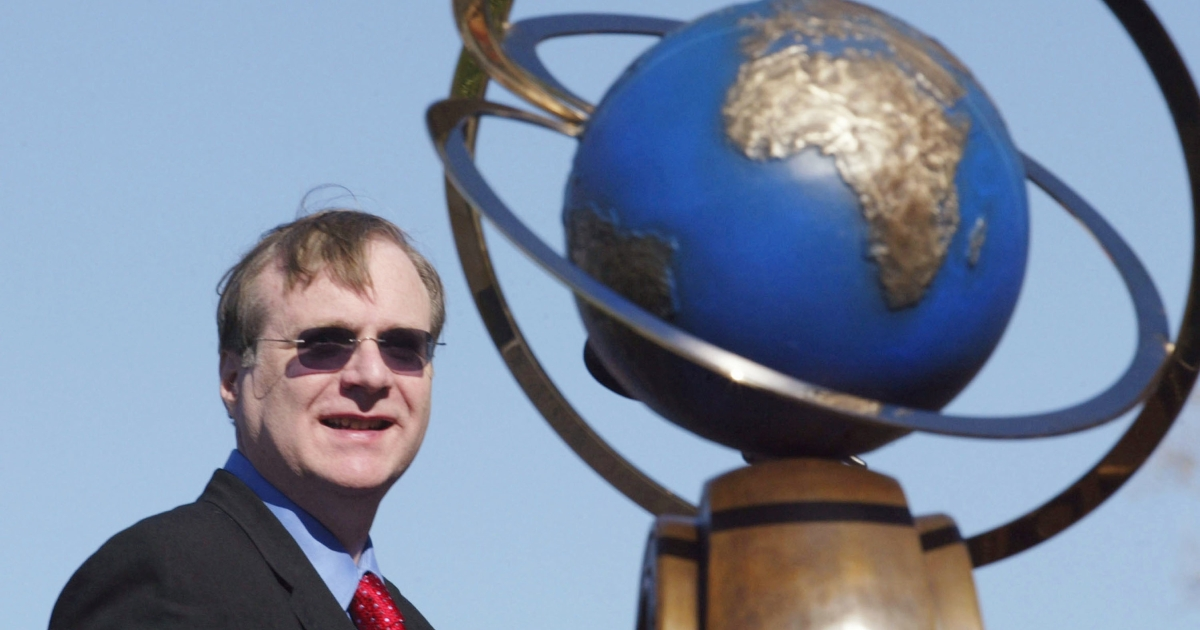 Paul Allen at a Nov. 6, 2004, ceremony awarding the $10 million Ansari X Prize to Scaled Composites, the creator of SpaceShipOne, a sub-orbital air-launched space plane. SpaceShipOne, which Allen funded, successfully completed two manned flights into space within two weeks.</p>