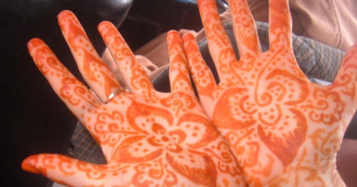 Returned Volunteer Stacey Ferguson gets Henna done on her hands during her time working at as Maternal and Child Health volunteer in Morocco, 2005-2007.</p>