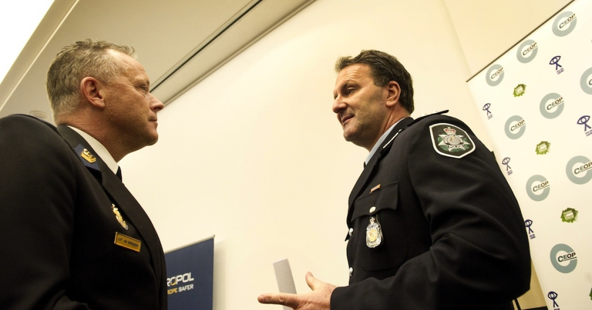 Dutch Joop Scheffer (L) of the Zaanstreek-Waterland police department talks with Australian colleague Grant Edwards on March 16, 2011, before a press conference in The Hague. Europol announced on March 16 that police in several countries had arrested 184 alleged members of an online pedophile ring and rescued 230 children.</p>