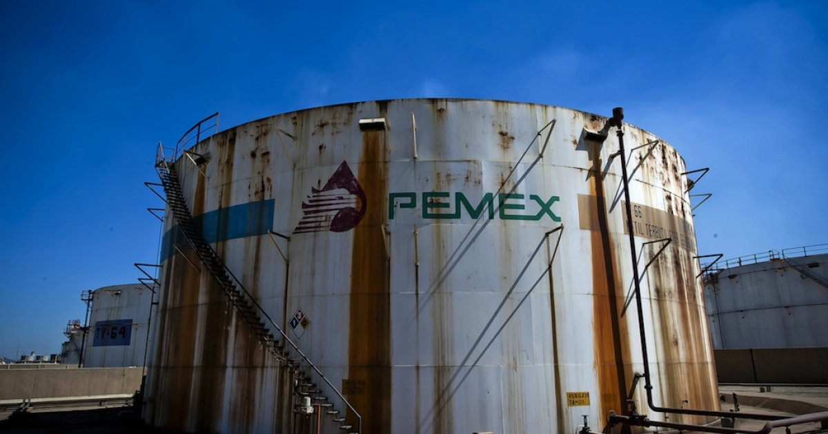 View of a tank containing processed oil at Mexican state-owned petroleum company PEMEX refinery in Tula, Hidalgo state, Mexico on March 8, 2011.</p>