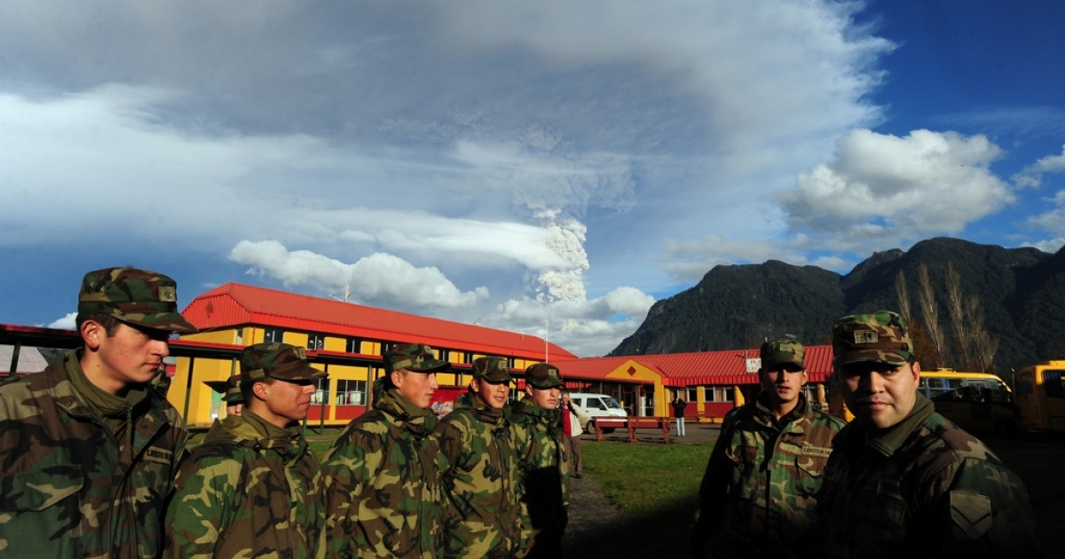 Chilean soldiers stand at attention in the village of Rininahue on June 5, 2011.</p>