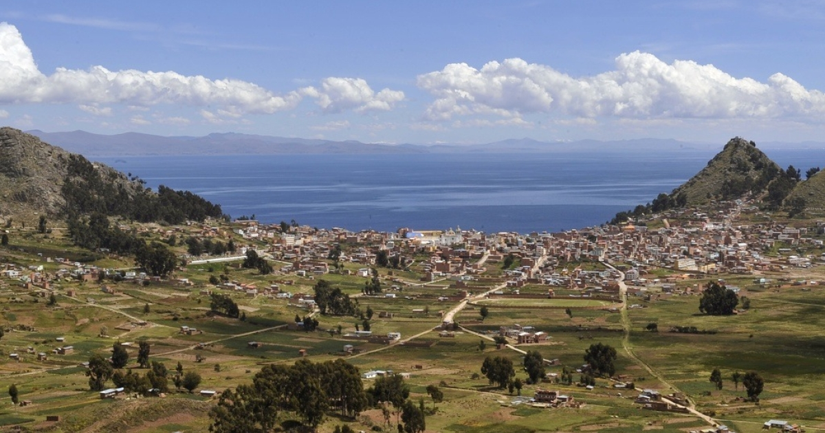 The Andean town of Copacabana on the shore of Lake Titicaca.</p>
