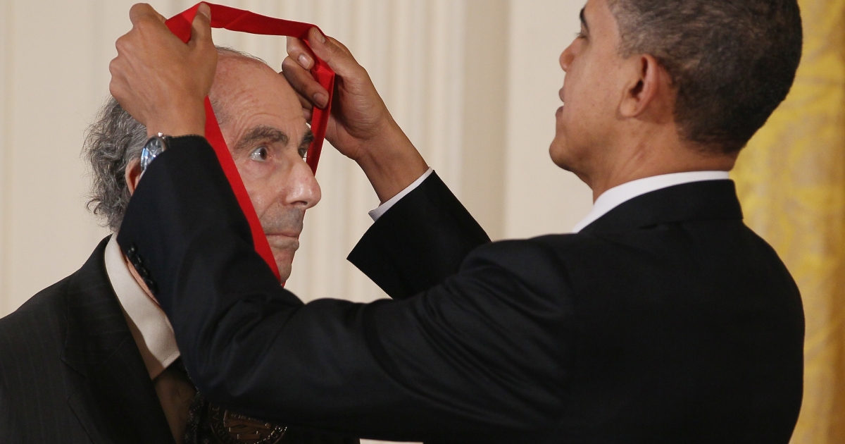 US President Barack Obama presents the 2010 National Humanities Medal to novelist Philip Roth during a ceremony in the East Room of the White House in Washington, DC, on March 2, 2011.</p>