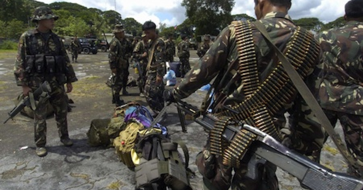 Elite U.S.-trained Philippine army scout rangers arrive fully armed with heavy weapons to support the 5,000 soldiers combating Muslim insurgents in the island nation's south.</p>