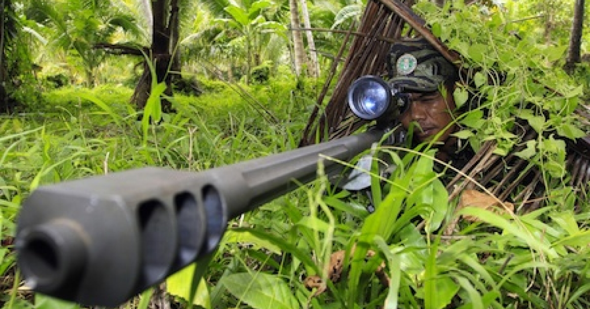 A Moro Islamic Liberation Front (MILF) rebel aims his .50 calibre Barret sniper rifle during a drill at camp Rajamuda in north Cotabato in Mindanao island September 22, 2009.</p>