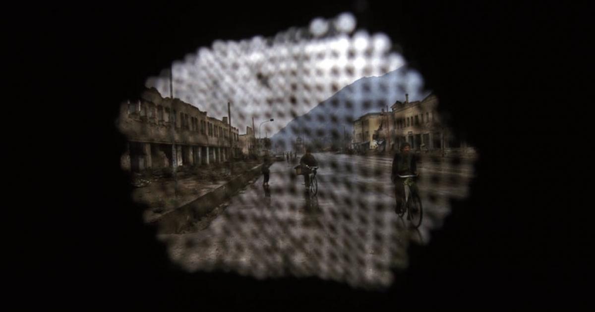 Kabul seen through a burqa, November 1996. (Seamus Murphy VII Network/GlobalPost)</p>