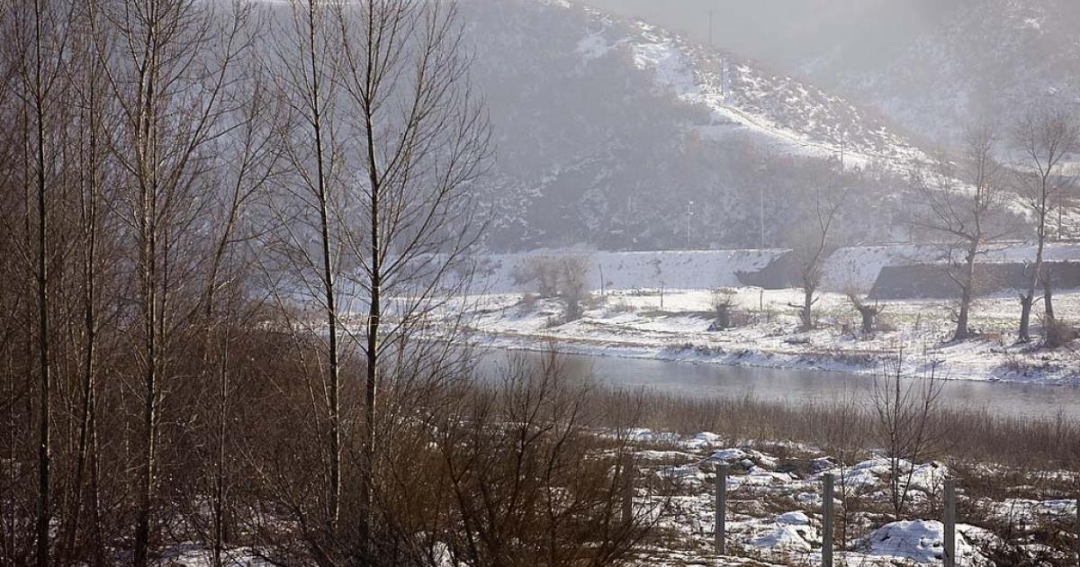 Border fence separating China and North Korea in Jilin.</p>