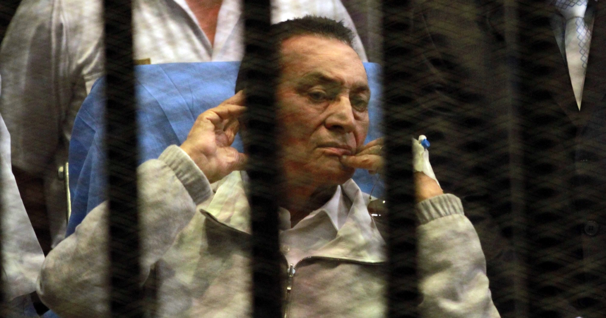 Ousted Egyptian president Hosni Mubarak listens to his son Alaa as his other son Gamal looks on during his retrial at the Police Academy in Cairo on April 15, 2013.</p>
