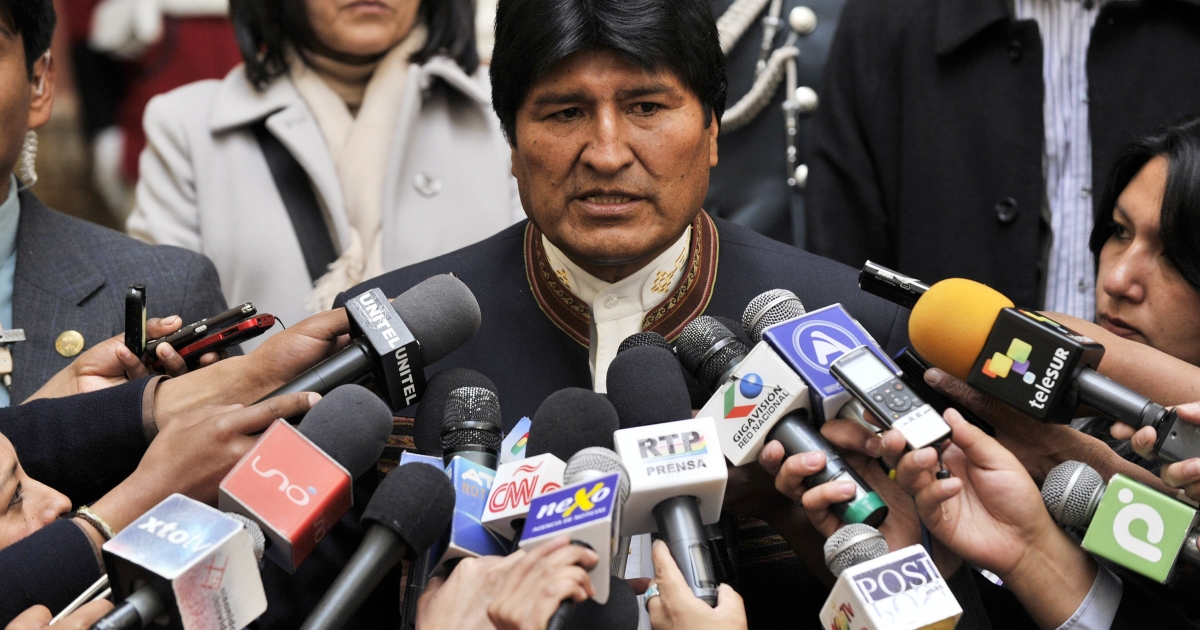 Bolivian President Evo Morales speaks with the press at the Palacio Quemado presidential palace in La Paz, on April 24, 2013. Morales informed about the litigation with Chile for an access to the Pacific Ocean.</p>