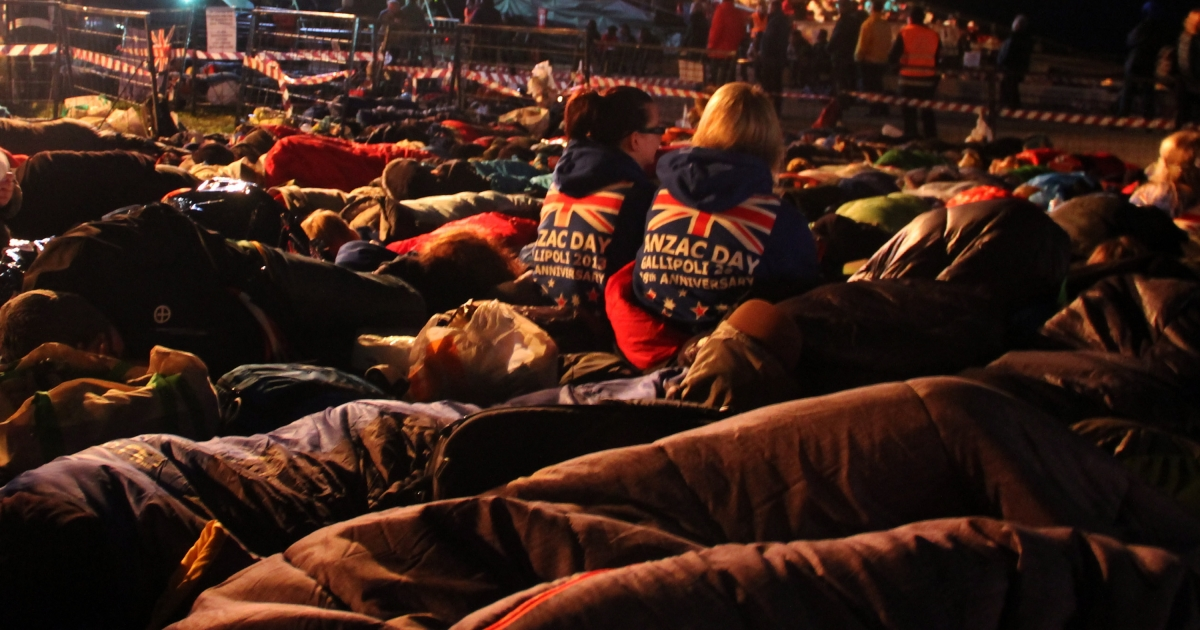 Australians and New Zealanders sleep outside before a ceremony marking the 98th anniversary of Anzac Day at Anzac Cove, in western Canakkale, on April 25, 2013.</p>