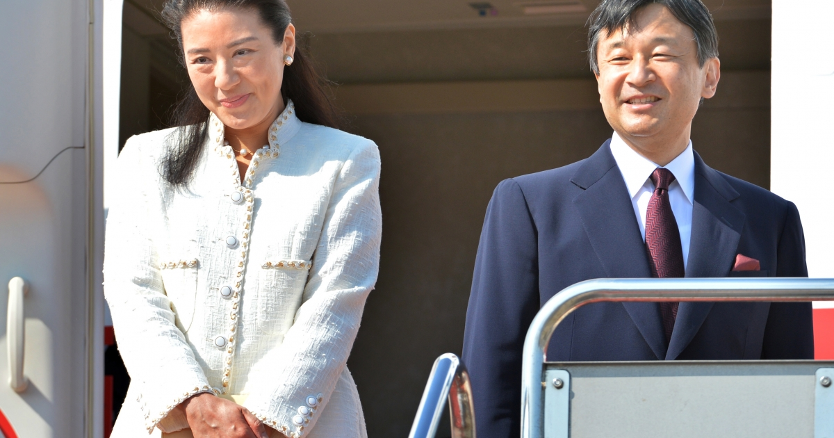 Japanese Crown Prince Naruhito (R) and Crown Princess Masako (L) board their flight at Tokyo's Haneda airport on April 28, 2013.</p>