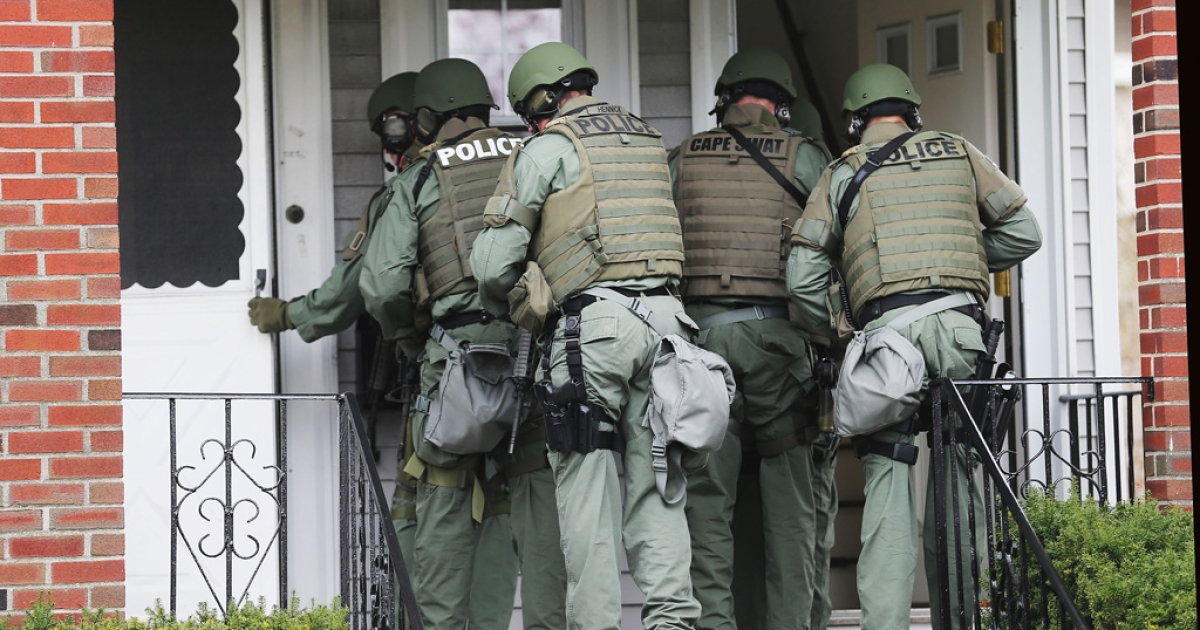 SWAT team members go door-to-door searching for 19-year-old Boston Marathon bombing suspect Dzhokhar A. Tsarnaev on April 19, 2013 in Watertown, Massachusetts.</p>