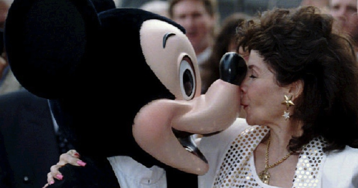 Annette Funicello (R) kisses Mickey Mouse on September 14, 1993 after she received a star on the famous Hollywood Walk of Fame in California.</p>