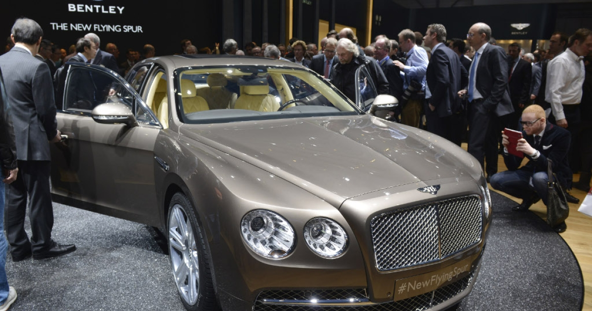 People discover the new Bentley Flying Spur at the Geneva International Motor Show on March 5, 2013, which opened its doors under a dark cloud with no sign of a speedy rebound in sight for the troubled European market.</p>