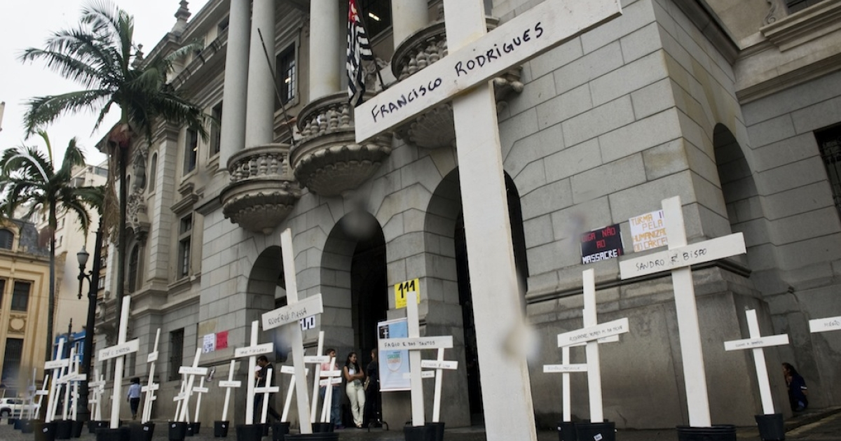 Crosses are seen in front of the School of Law of the University of Sao Paulo (USP) in homage to the inmates killed in the 1992 Carandiru Penitentiary massacre in São Paulo, Brazil on April 8, 2013.</p>