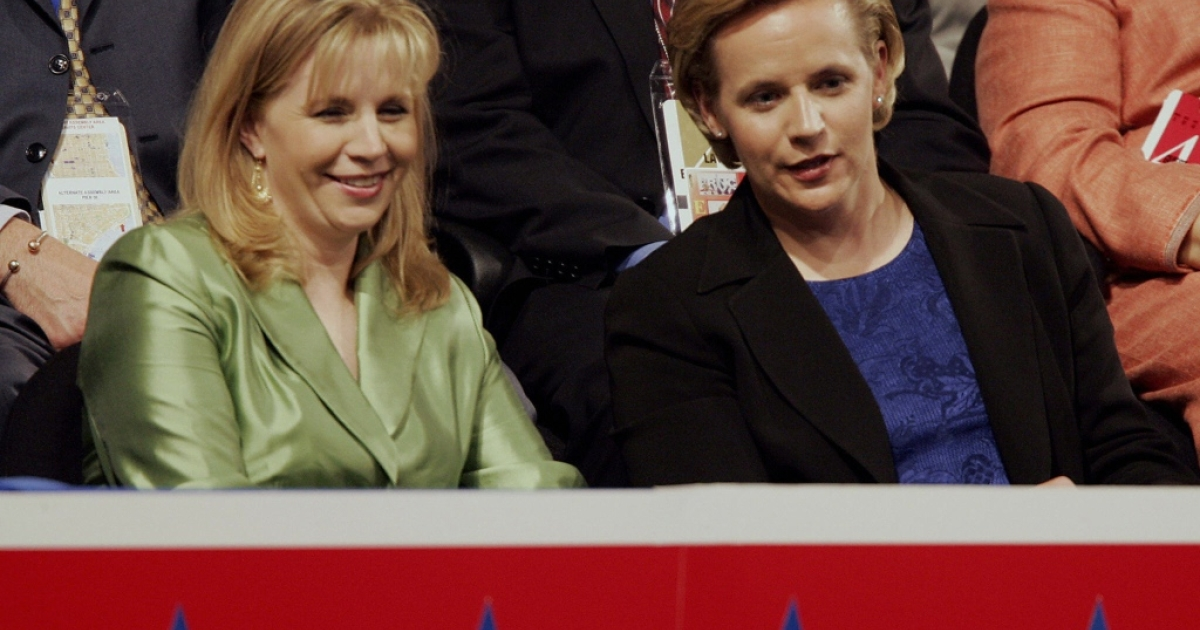 NEW YORK, United States: Elizabeth(L) and Mary Cheney, daughters of Vice President Dick Cheney attend the Republican National Convention at Madison Square Garden in New York City 01 September, 2004. Convention delegates formally nominated President George W. Bush for another four-year term 31 August and he will accept the party's nomination during a prime-time televised speech 02 September.</p>