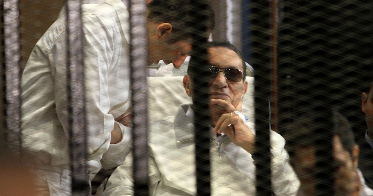 Ex-Egyptian President Hosni Mubarak sits behind bars at the beginning of his retrial in Cairo on April 13, 2013. The presiding judge withdrew himself from the trial a few minutes after its opening.</p>