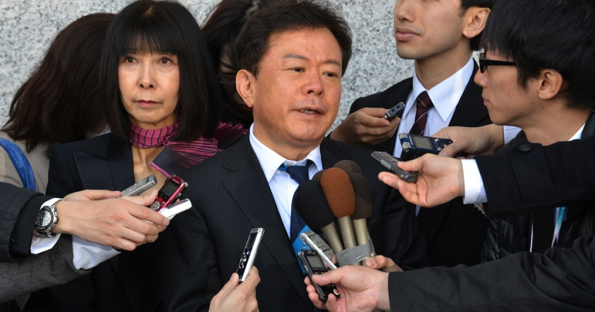 Tokyo Governor Naoki Inose (C) is surrounded by reporters after he and his wife Yuriko (L) sent off Craig Reedie, chief of the International Olympic Committee (IOC) evaluation commission at a Tokyo hotel after a four-day inspection tour by IOC members for the candidate city of the 2020 Olympic Games on March 8, 2013.</p>