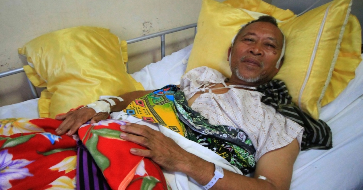 Mayor Abdul Malik Manamparan of Nunungan town recuperates at a hospital in Iligan City, Lanao del Norte province, on the southern island of Mindanao on April 26, 2013, after he and his suppporters were ambushed late April 25.</p>