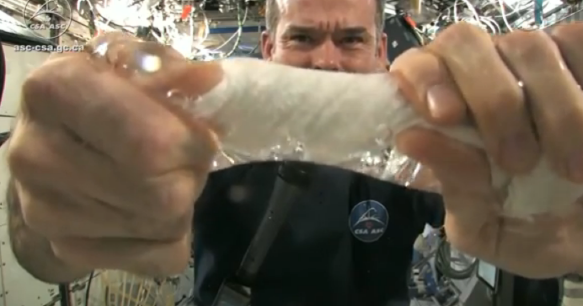 Commander of the International Space Station Chris Hadfield shows the universe how to wring out a wet cloth in space.</p>
