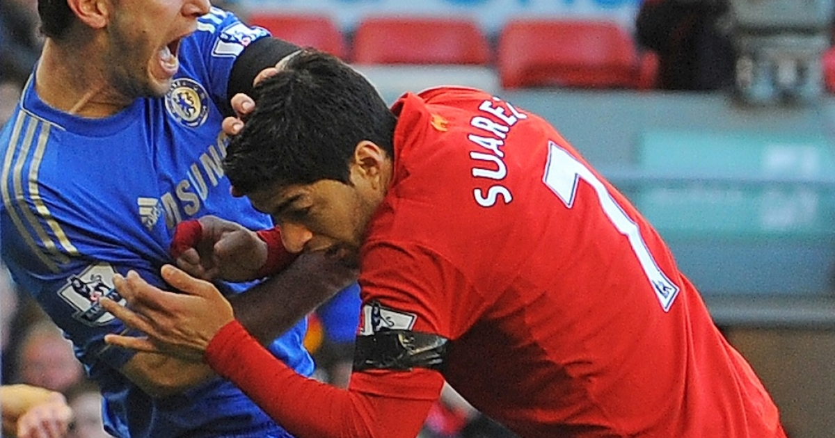Liverpool's Uruguayan striker Luis Suarez (R) clashes with Chelsea's Serbian defender Branislav Ivanovic (L) after appearing to bite the Chelsea on April 21, 2013.</p>