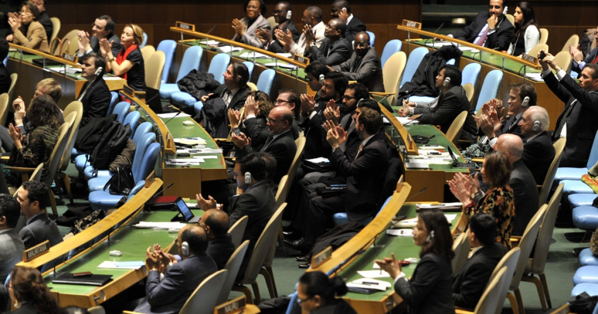 Delegates to the United Nations General Assembly April 2, 2013 applaud the passage of the first UN treaty regulating the international arms trade. US Secretary of State John Kerry signed the Arms Trade Treaty on September 25, 2013.</p>