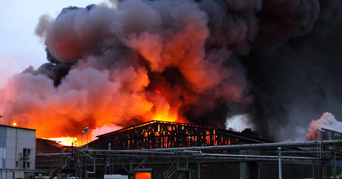 Flames and smoke rise from a burning storage building of a fertilizer plant in Krefeld, Germany, on September 25, 2012. Fire brigades are testing if the cloud is toxic and asked residents to keep their windows closed.</p>