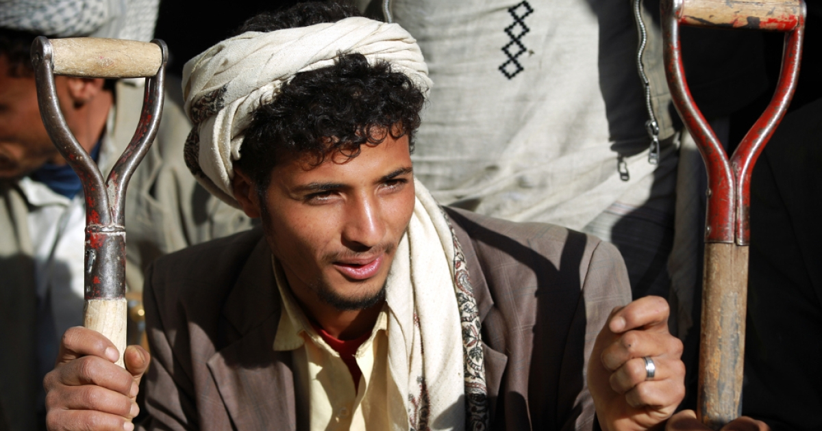 A young unemployed Yemeni waits for work offers on a sidewalk in Sanaa on April 6, 2013.</p>