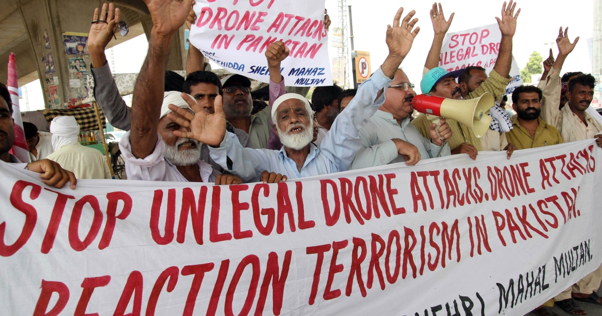 July 14, 2013- Pakistani protesters from the United Citizen Action shout slogans against US drone attacks in the Pakistani tribal areas during a protest in Multan.</p>
