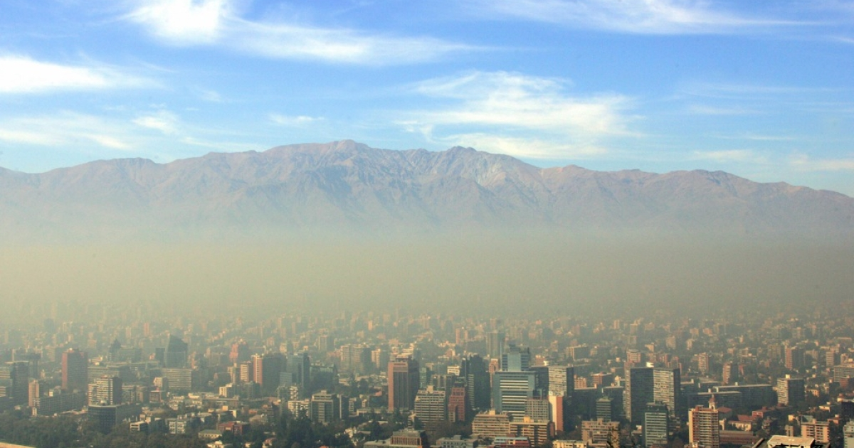 This 2006 photo shows the city of Santiago, Chile covered in a later of smog.</p>