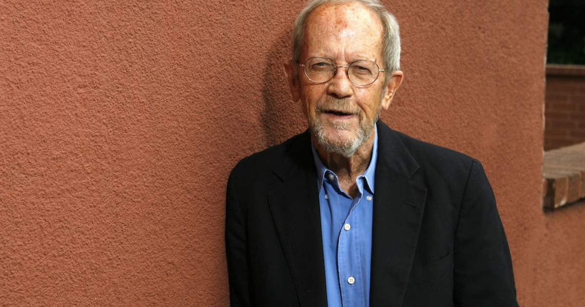 Author Elmore Leonard poses during a portrait session prior to a reading and signing of his latest novel 'Up In Honey's Room' on May 24, 2007 at Book Soup in Los Angeles, California.</p>