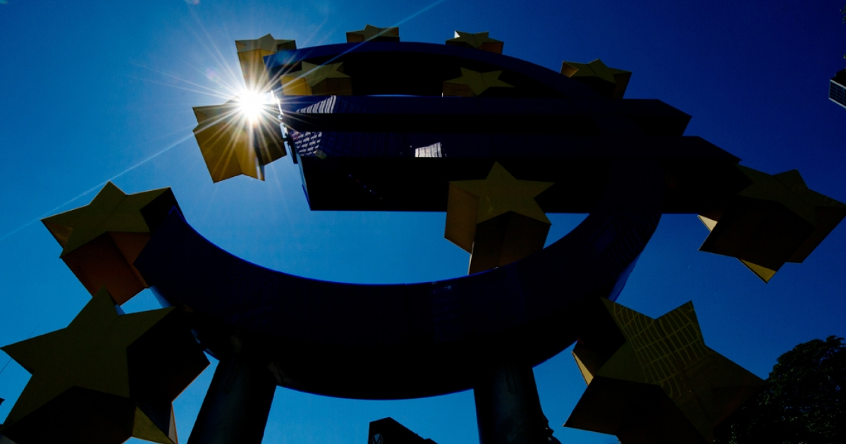The sun shines behind the euro logo outside European Central Bank in central Germany, on August 1, 2013.</p>