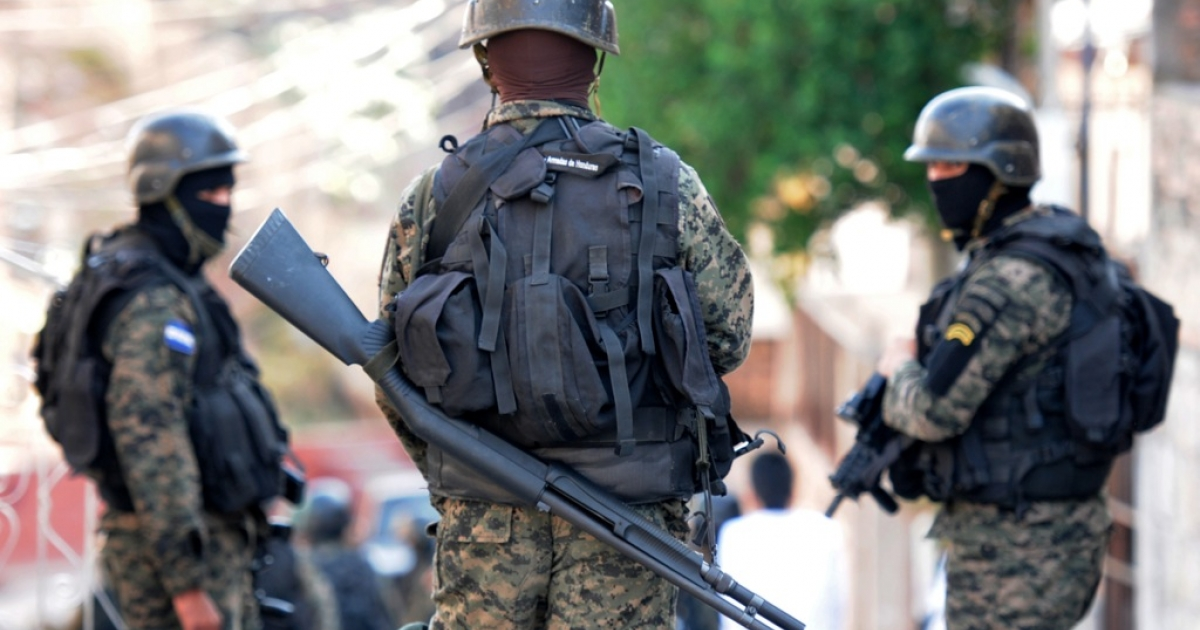 Noe Leiva Soldiers carry out an operation against organized crime and drug trafficking, in Tegucigalpa, Honduras on April 26, 2013.</p>