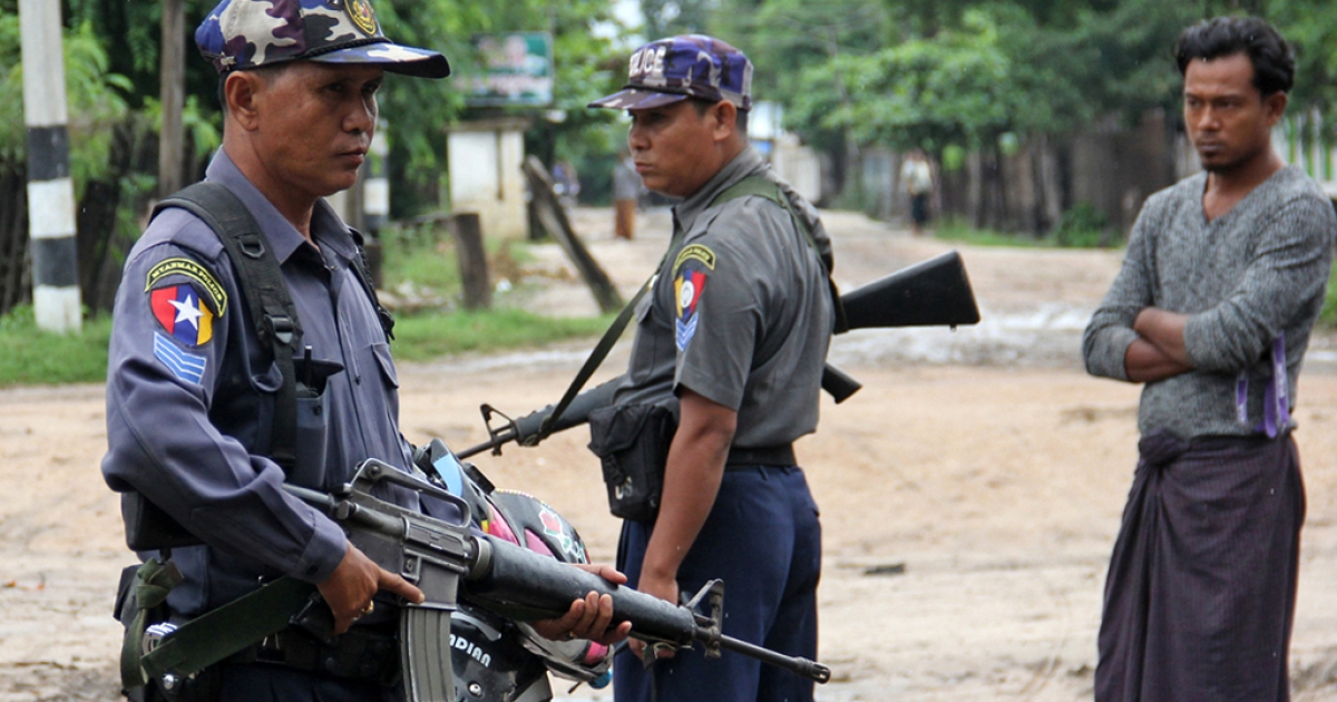 Armed Myanmar policemen stand on alert in the streets of Htan Gone village on August 26 after some 1,000 anti-Muslim rioters rampaged through villages in Kanbalu township, in the central region of Sagaing, setting fire to property and attacking rescue vehicles on August 24.</p>