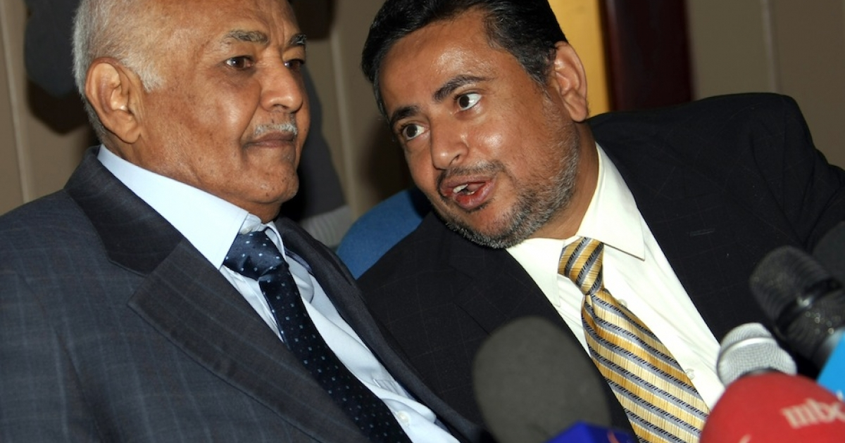 Yemen's Prime Minister Mohammed Salem Basindwa (L) speaks to a media spokesman for the National Dialogue Council in Sanaa on November 29, 2011.</p>