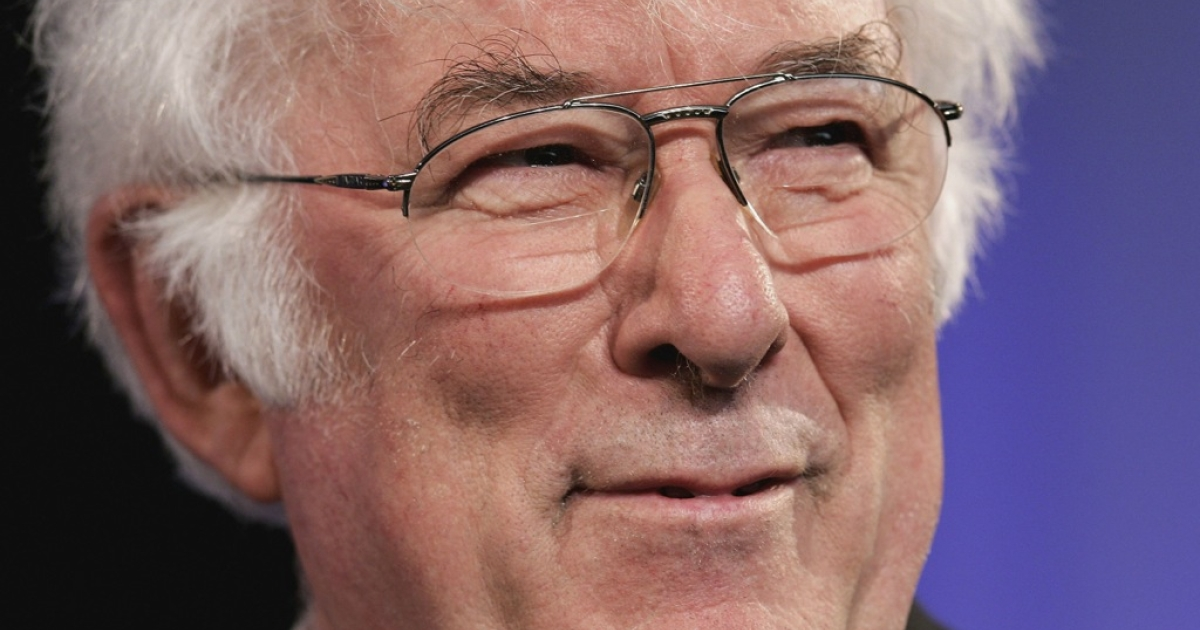 Poet Seamus Heaney reads from his new book of poetry, District and Circle, at the Guardian Hay Festival on May 29, 2006 in Hay-On-Wye, England.</p>