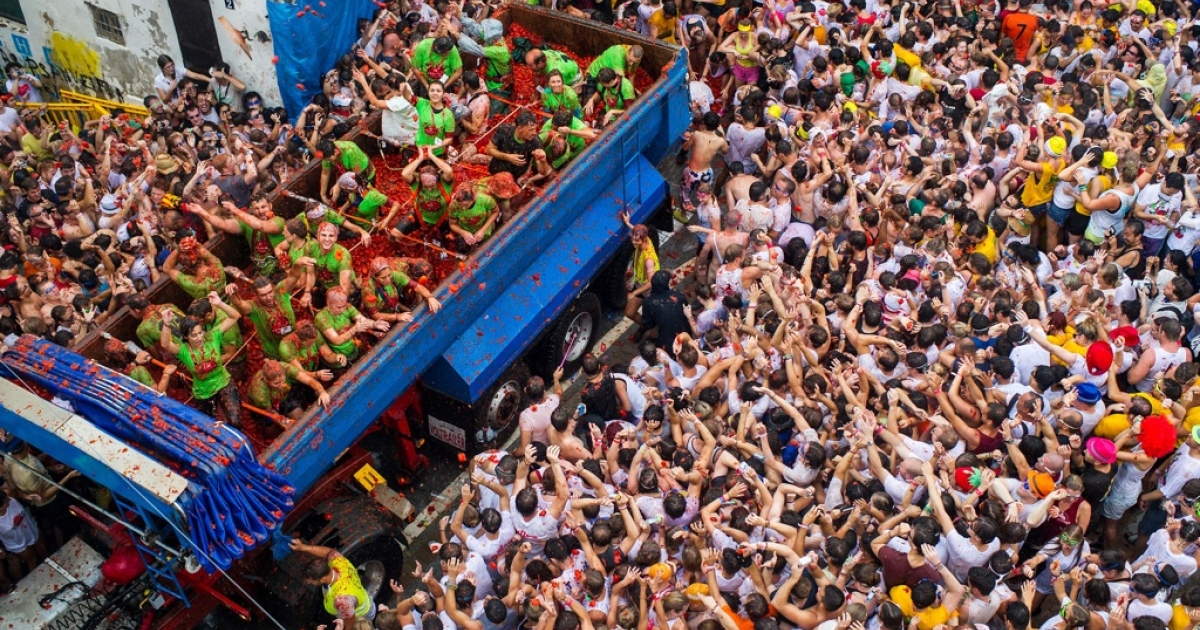 People on six trucks pelted the crowd with 130 tons of ripe tomatoes at the Tomatina festival on Aug. 28, 2013.</p>