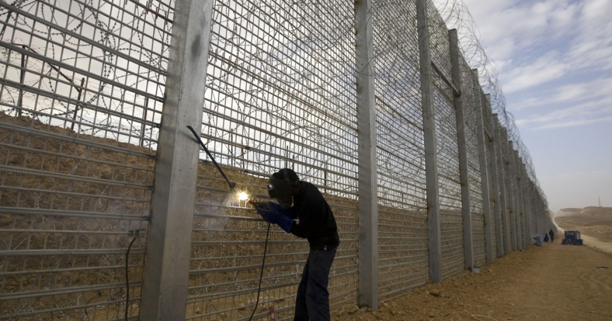 A laborer works at the construction site of the fence along Israel's border with Egypt near the Red Sea resort town of Eilat on Feb. 15, 2012. The barrier along the 150-mile border with the Egyptian Sinai was completed in late 2013.</p>