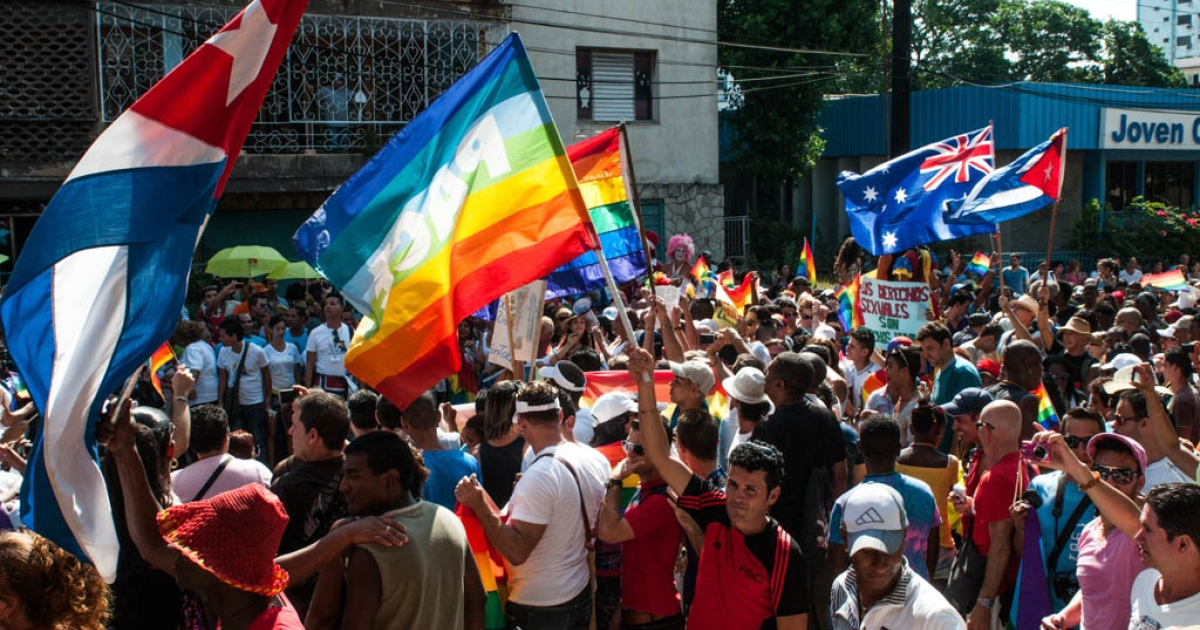Members of Cuba's gay and lesbian community participate in a march against homophobia on May 11, 2013 in Havana.</p>