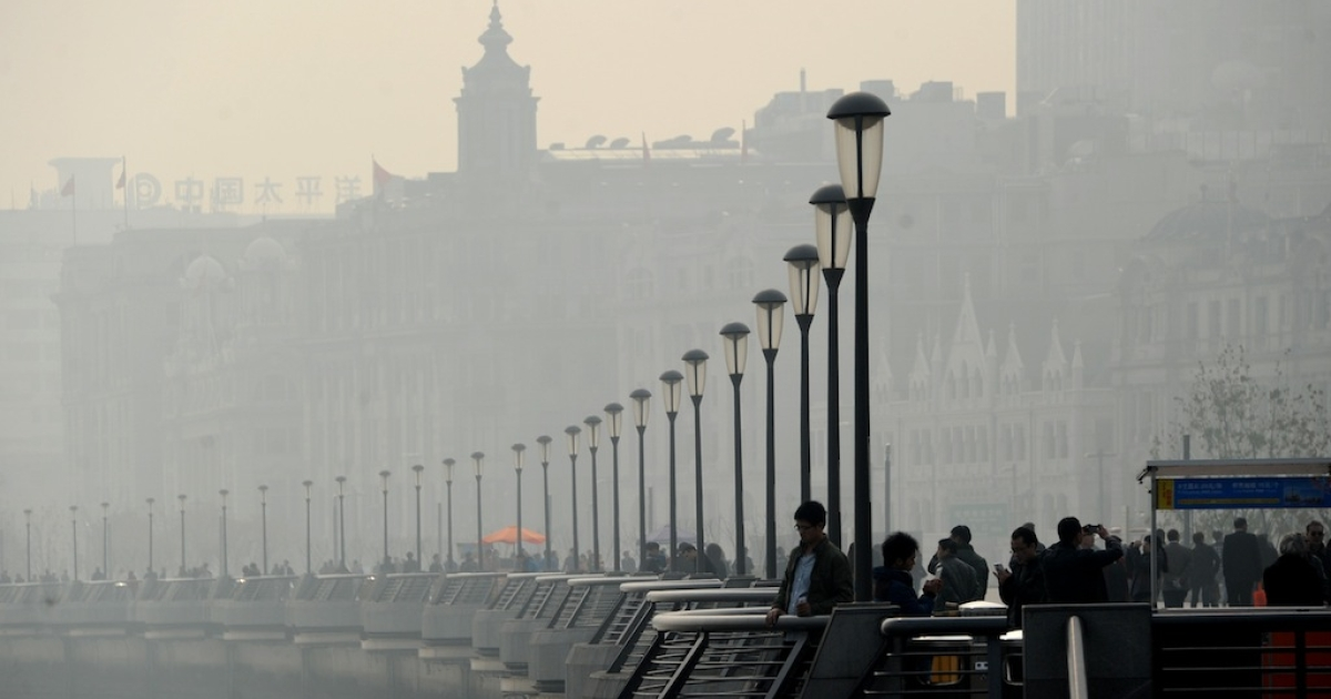 People wander at The Bund on December 5, 2013 in Shanghai, China. Heavy smog continued to hit northern and eastern parts of China on Thursday, disturbing the traffic, worsening air pollution and forcing the closure of schools.</p>