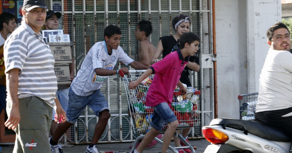 Looters leave a supermarket in Cordoba, Argentina, on Dec. 3, 2013, after police demanding pay raises refused to leave their barracks.</p>
